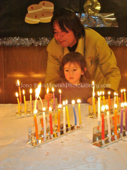 David, Jono. JP-D 258 Hanukkah Party, Ohel Shelomo Synagogue KOBE, JAPAN. Web. 18 Dec. 2014.