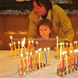 David, Jono. JP-D 258 Hanukkah Party, Ohel Shelomo Synagogue KOBE, JAPAN. Web. 18 Dec. 2014.