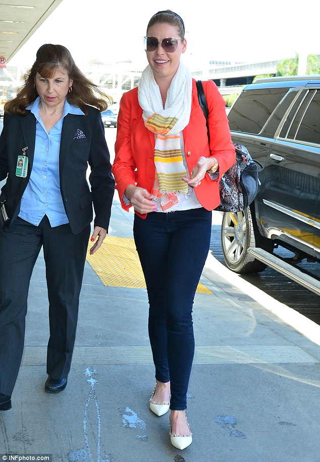 Katherine Heigl. 2015. Web. 26 June 2015. http://www.dailymail.co.uk/tvshowbiz/article-3138164/Katherine-Heigl-arrives-LAX-airport-mother-quashing-rumors-return-Grey-s-Anatomy.html
