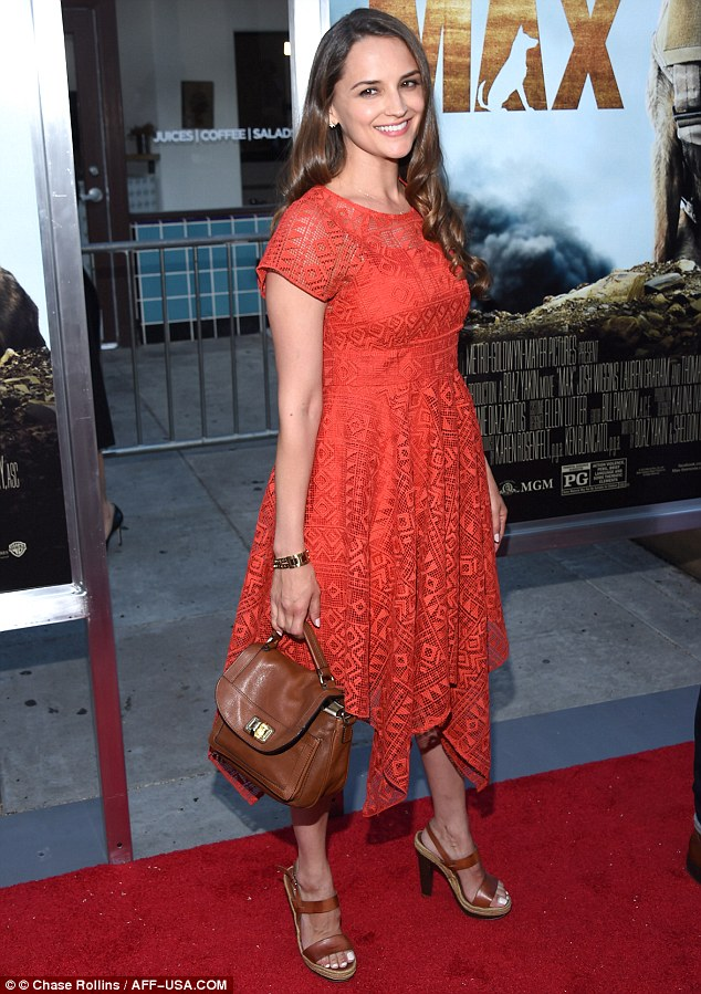 Rachael Leigh Cook. 2015. Web. 26 June 2015. http://www.dailymail.co.uk/tvshowbiz/article-3137078/Rachael-Leigh-Cook-reveals-trim-figure-red-dress-two-months-giving-birth-attends-Max-premiere-husband-Daniel-Gillies.html