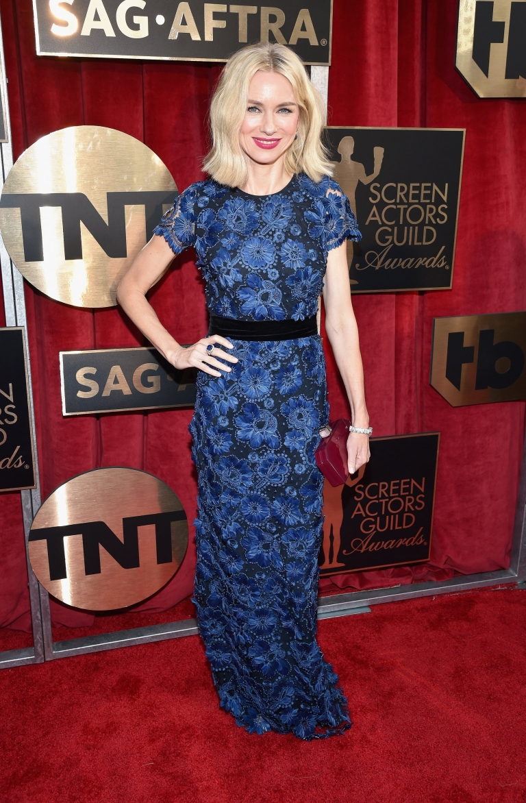 Getty. Naomi Watts in Burberry. 2016. Web. 30 Jan. 2016. http://www.vogue.com/slideshow/13393560/sag-awards-2016-fashion-red-carpet/#5.
