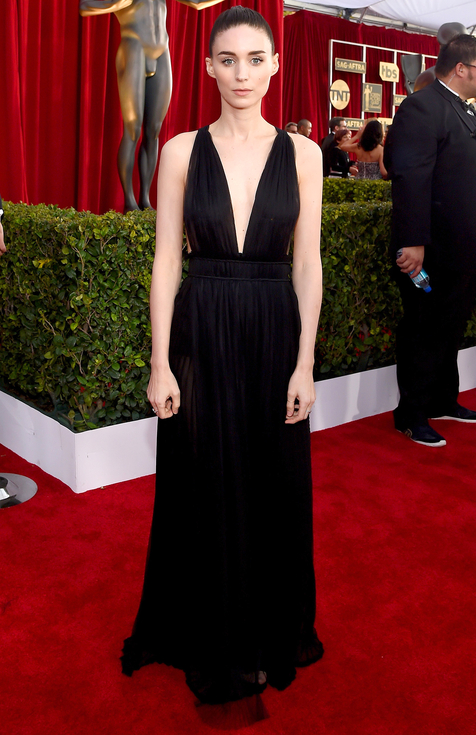 Busacca, Larry. Rooney Mara in Valentino. 2016. Web. 30 Jan. 2016. http://www.peoplestylewatch.com/sag-awards-2016-best-dressed#2016/01/30/photo/rooney-mara-best-dressed-sag-gallery-3187086.