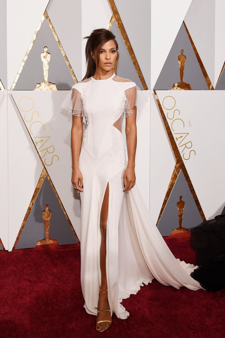 Megalyn Echikunwoke in Prabal Gurung. 2016. Web. 28 Feb. 2016. http://www.vogue.com/slideshow/13407509/oscars-2016-fashion-red-carpet/#13.