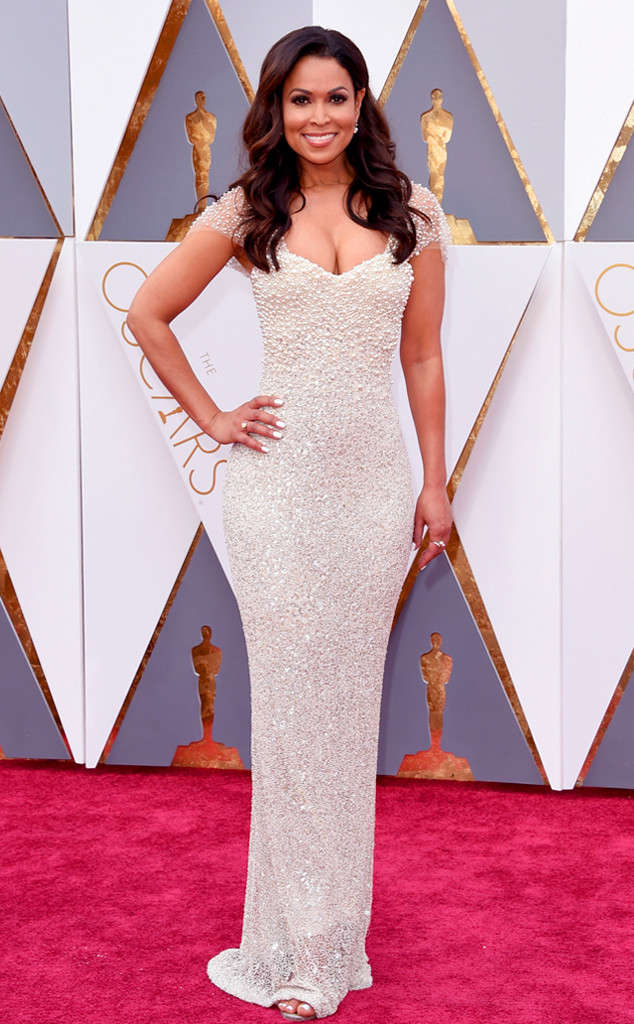 Merritt, Jason. Tracey Edmonds in Lorena Sarbu. 2016. Web. 28 Feb. 2016. http://www.eonline.com/photos/18308/oscars-2016-what-the-stars-wore/683816.