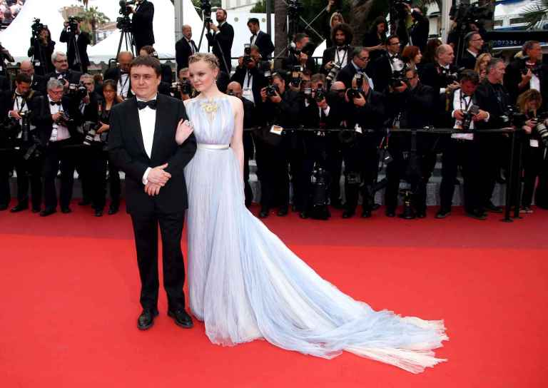 Ryan, Joel. Maria-Victoria Dragus in Schiaparelli. 2016. Web. 24 May 2016. http://www.20minutes.fr/mode/diaporama-11173-photo-1005273-festival-cannes-2016-plus-belles-tenues-tapis-rouge.