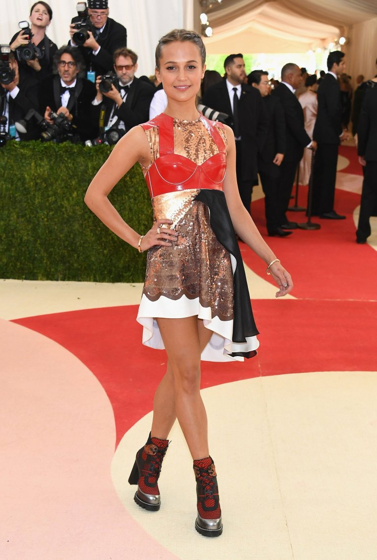 Getty. Alicia Vikander in Louis Vuitton. Web. 4 May 2016. http://www.vogue.com/slideshow/13429562/met-gala-2016-red-carpet-celebrity-fashion-live/#144.