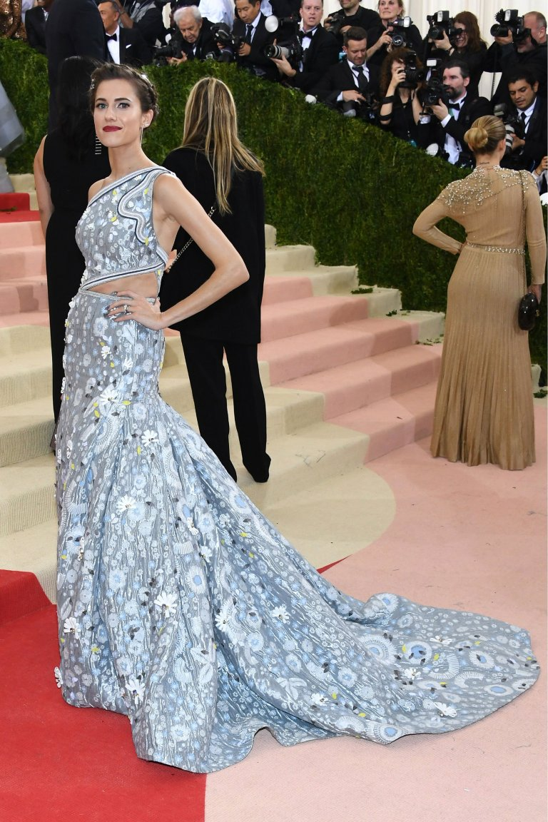Getty. Allison Williams in Peter Pilotto. 2016. Web. 4 May 2016. http://www.vogue.com/slideshow/13429562/met-gala-2016-red-carpet-celebrity-fashion-live/#45.