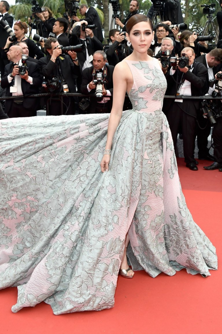 Le Segretain, Pascal. Araya Hargate in Zuhair Murad. 2016. Web. 17 May 2016. http://www.vanityfair.com/style/photos/2016/05/cannes-red-carpet-best-dressed-2016#27.