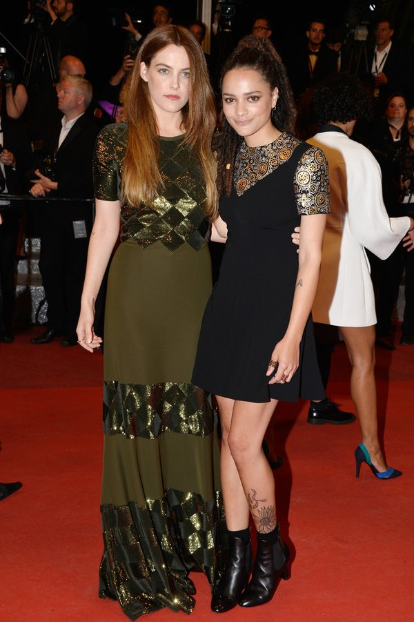 Riley Keough and Sasha Lane in Louis Vuitton. 2016. Web. 21 May 2016. https://twitter.com/TheFashionCourt/status/732678851919261697.