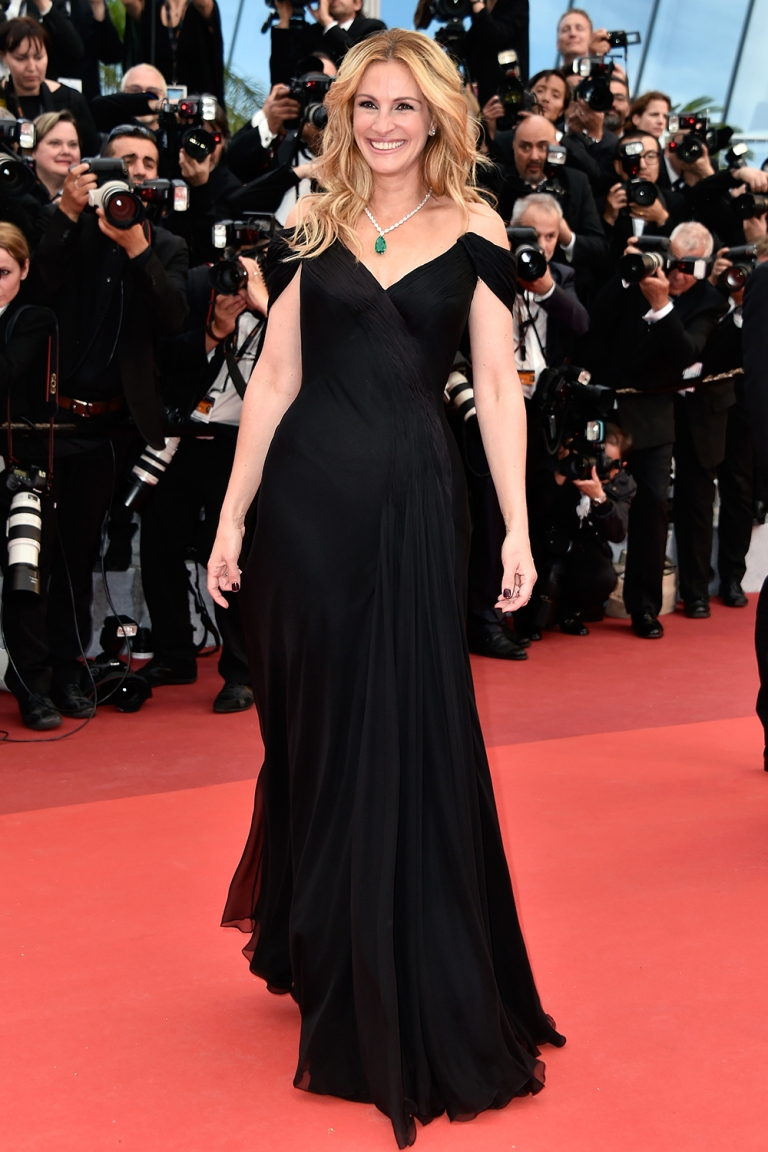 Getty. Julia Roberts in Giorgio Armani Prive. 2016. Web. 15 May 2016. http://www.grazia.es/galeria/cannes-2016-todos-los-looks/#img51.