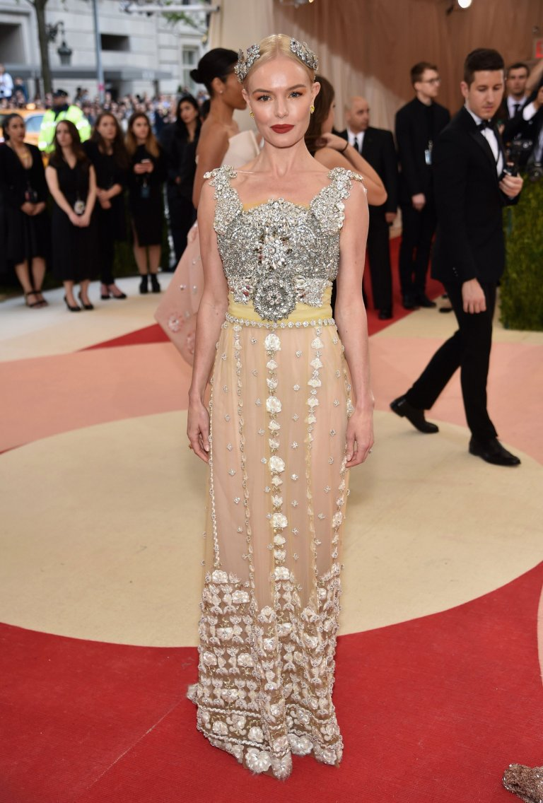 Getty. Kate Bosworth in Dolce & Gabbana. 2016. Web. 4 May 2016. http://www.vogue.com/slideshow/13429562/met-gala-2016-red-carpet-celebrity-fashion-live/#89.
