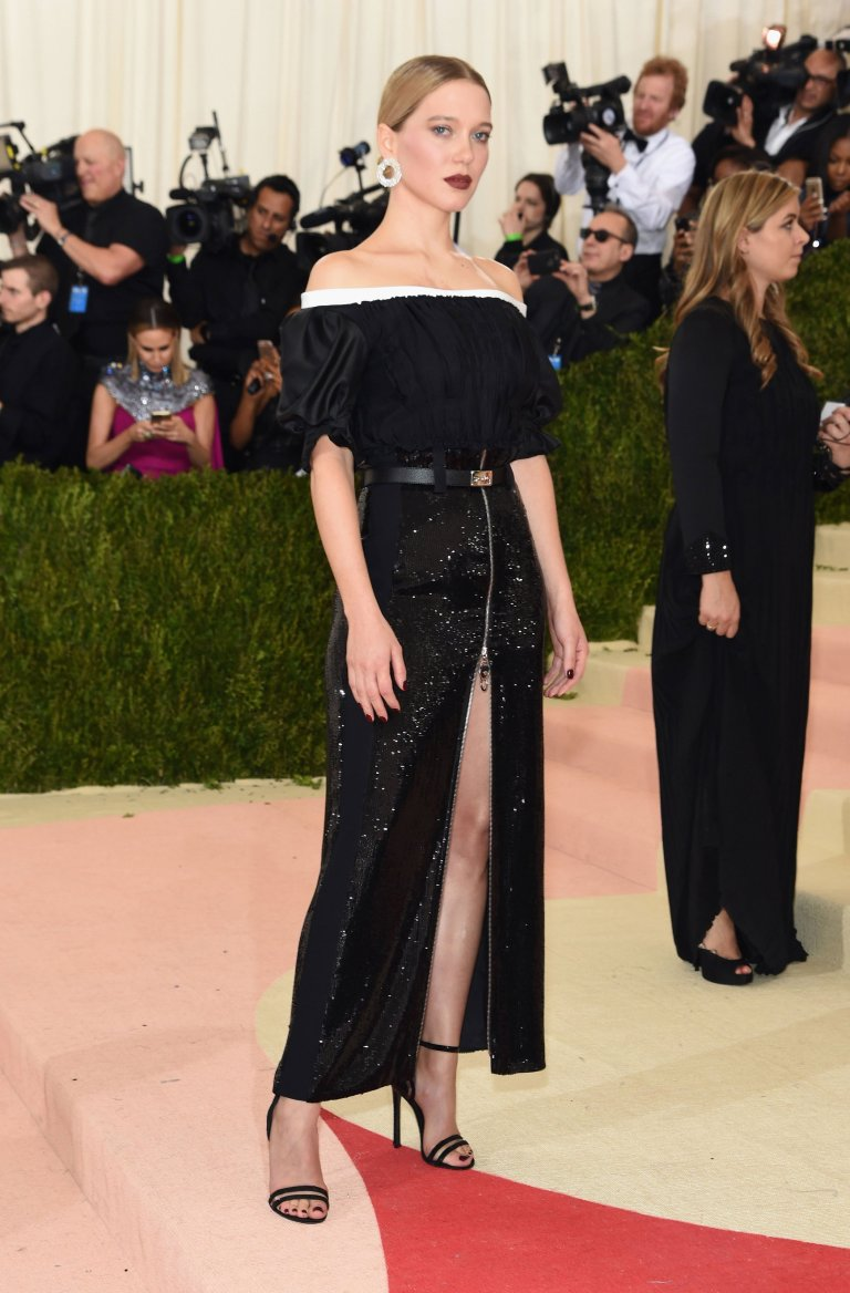 Getty. Lea Seydoux in Louis Vuitton. 2016. Web. 4 May 2016. http://www.vogue.com/slideshow/13429562/met-gala-2016-red-carpet-celebrity-fashion-live/#28.