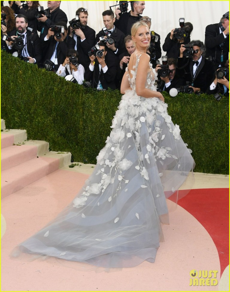 Getty. Karolina Kurkova in Marchesa. 2016. Web. 4 May 2016. http://www.justjared.com/photo-gallery/3646171/naomi-campbell-karolina-kurkova-met-gala-04/.