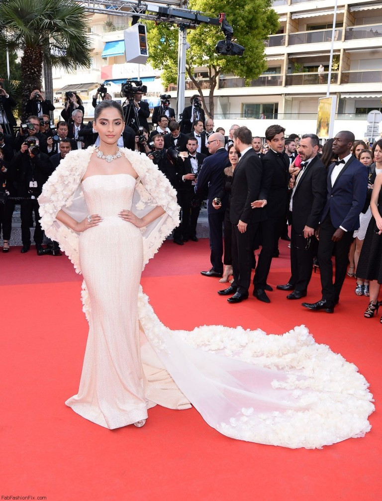 Sonam Kapoor in Ralph & Russo. 2016. Web. 17 May 2016. http://fabfashionfix.com/cannes-film-festival-2016-day-6/.