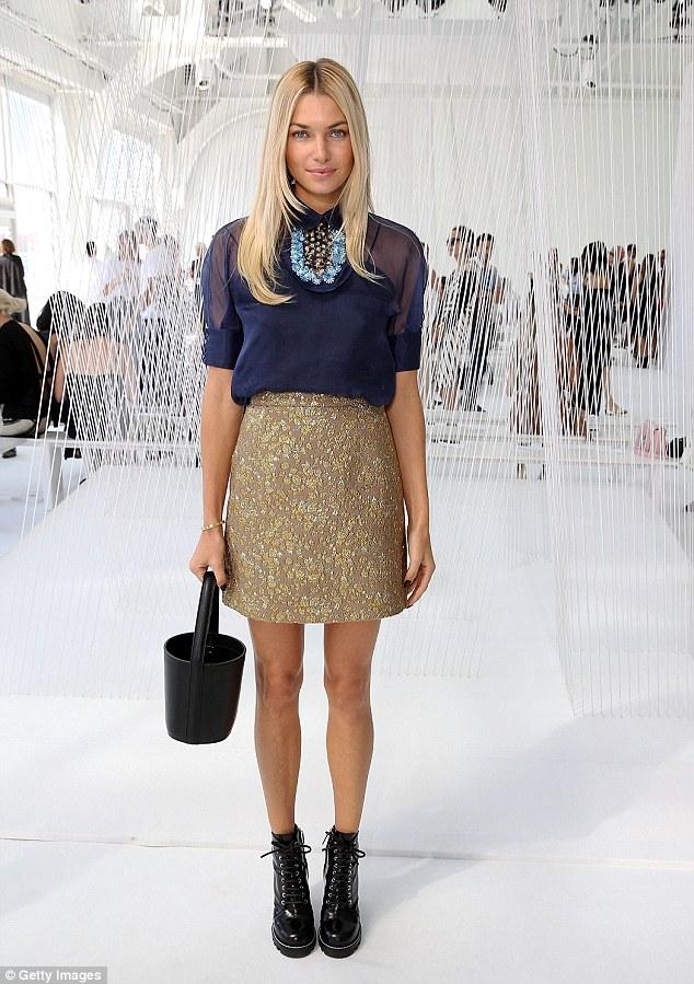 REX. Jessica Hart. 2016. Web. 18 Sept. 2016. http://www.dailymail.co.uk/tvshowbiz/article-3789873/Effortlessly-chic-Jessica-Hart-flaunts-trim-pins-radiant-glow-gold-mini-Michael-Kors-model-continues-turn-heads-New-York-Fashion-Week.html.